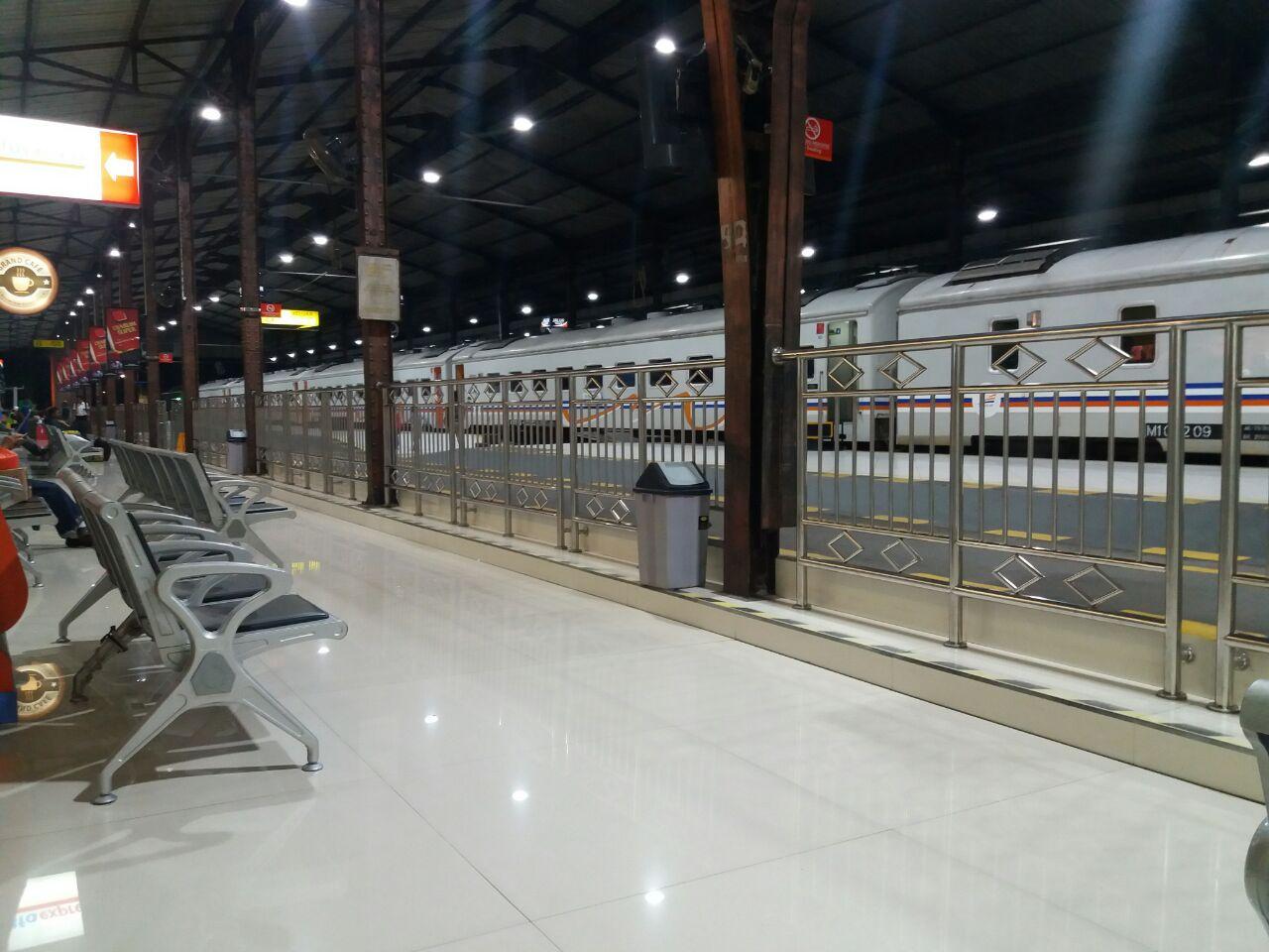 Suasan Stasiun Purwokerto di Pagi Hari